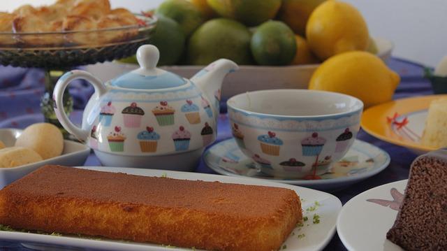 cakes-270616_640